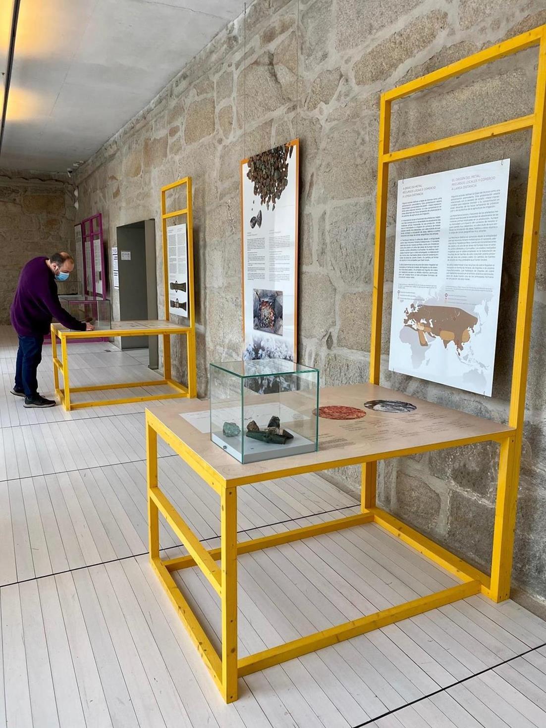 """Imaxe de: El CSIC expone en el Museo de Pontevedra la muestra itinerante del Incipit """"Cinco vidas, una historia"""""""